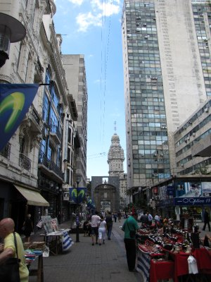 Sarandi towards Plaza Independencia