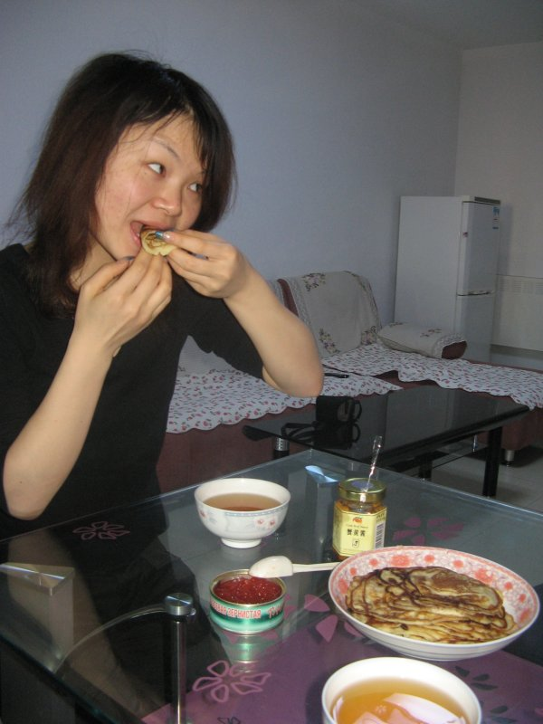 Chinese girl, too, highly appreciated a taste of Russian cuisine