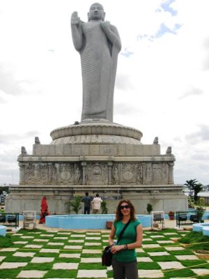 Em_and_Big_Buddha.jpg