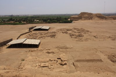 2000 Moche people once lived between the two pyramids, they think that the Hauca del Sol was used as an administrative center