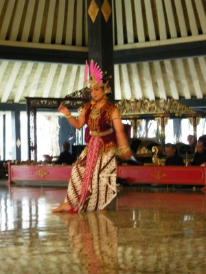 traditional dance @ Yogya's Keraton