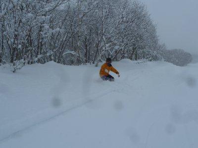 G knee deep in powder snow