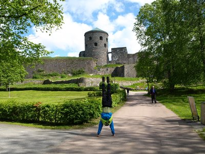 Handstanding at Bohus fstningen