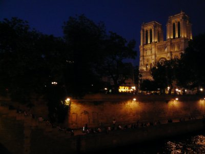 Notre Dame and music by the river