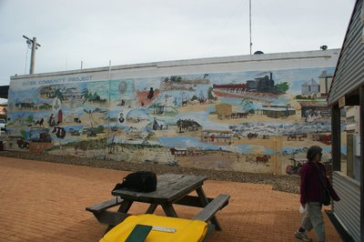 2014_Apr_7_Mural_at_Ouyen.jpg