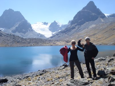 Posing up at this beutiful mountain lake on the Cordillera trekk