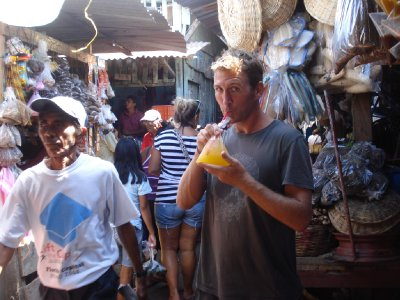 Henrik thought he could fool people into thinking he´s a local by bying some local drink in a plastic bag...but the gringo face still gave him away