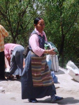 Tibetan_lady.jpg