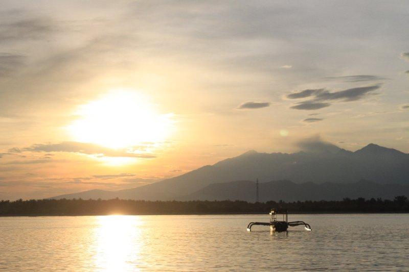 Sunrise Long Boat