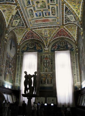 Piccolomini Library - Three Graces statue