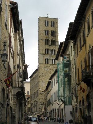 Corso italia and tower of Pieve di Santa Maria