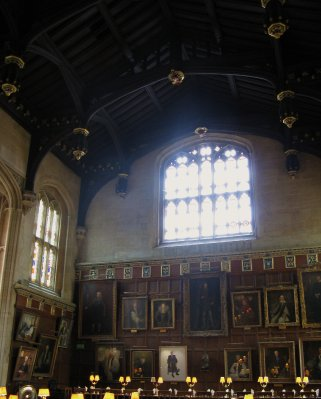 Christ Church Hall - Henry VIII and Elizabeth I portraits in the centre
