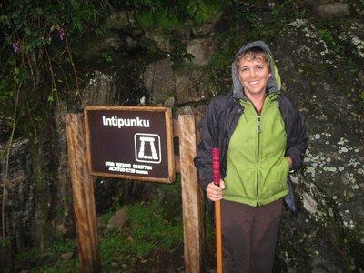 INC_D4 - Joanna and Intipunku sign