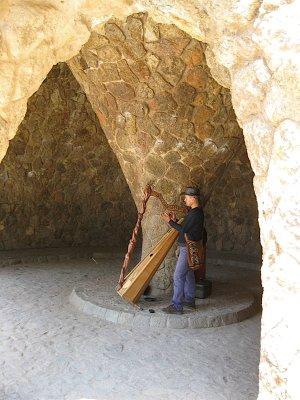 harpist_in_park_guell.jpg