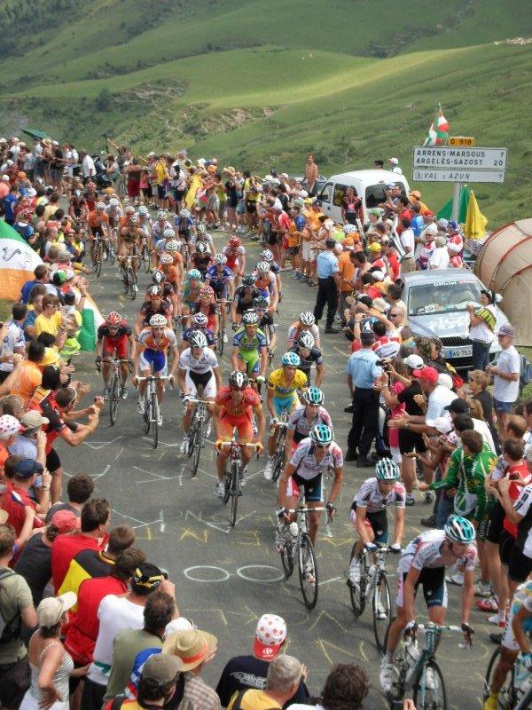 Tdf riders at the top of Col de Solour