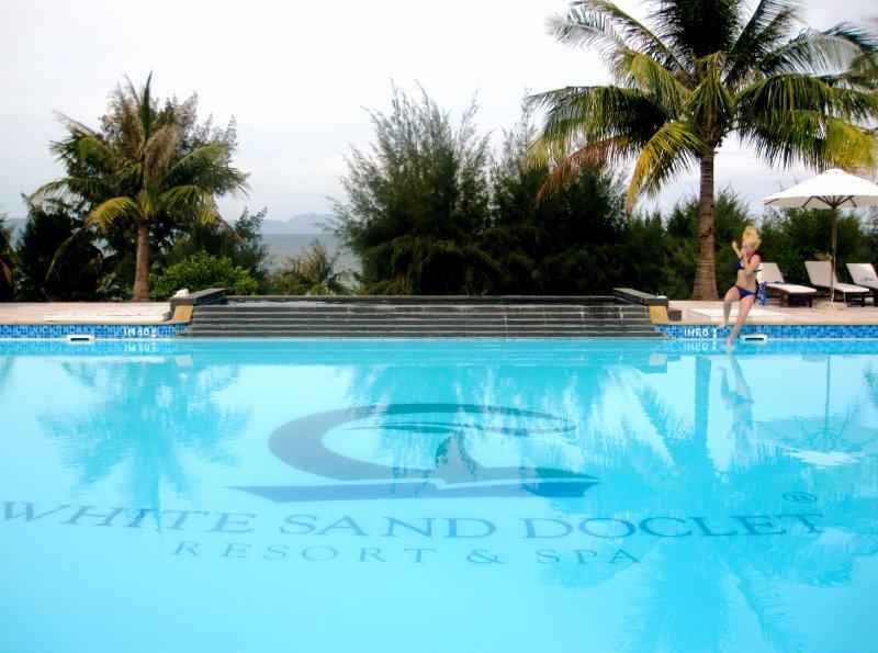 White Sand Doc Let Pool