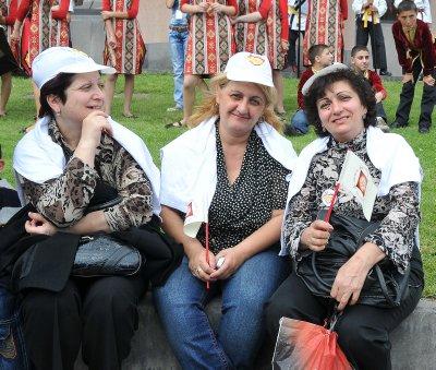 Erevan_lad..h_flags.jpg
