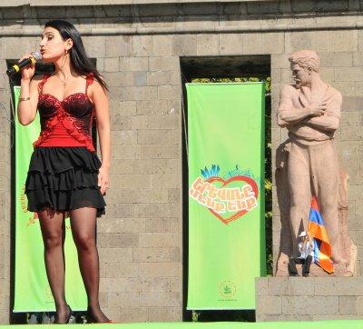Erevan_sin.._statue.jpg