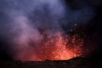 Mt_Yasur_at_night_1.jpg