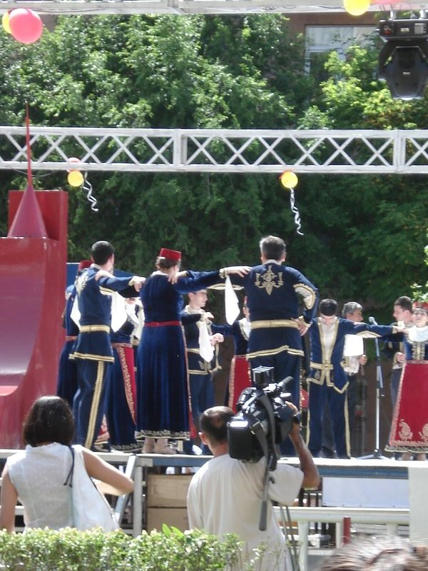 Traditional armenian dancers