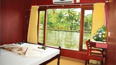 kerala luxury cosy houseboats
