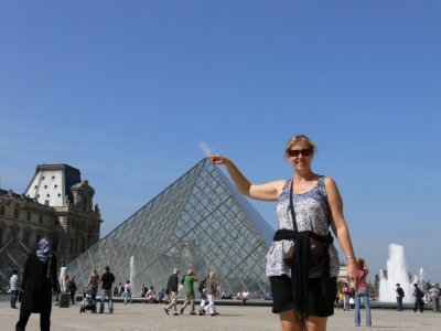 Liz_at_Louvre_Paris.jpg