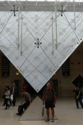 Paris_Louv..Pyramid.jpg