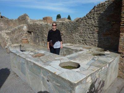 Pompeii_Li..Kitchen.jpg