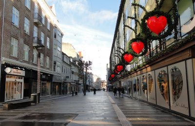 One part of the pedestrian mall (early on a Sunday morning), stores already bedecked with Christmas decorations.