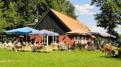 Aalekronen .. a great place to enjoy lunch by the lake