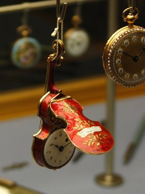 Violin-shaped watch