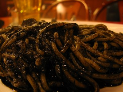 Spaghetti con il nero di seppia (spaghetti with squid ink)