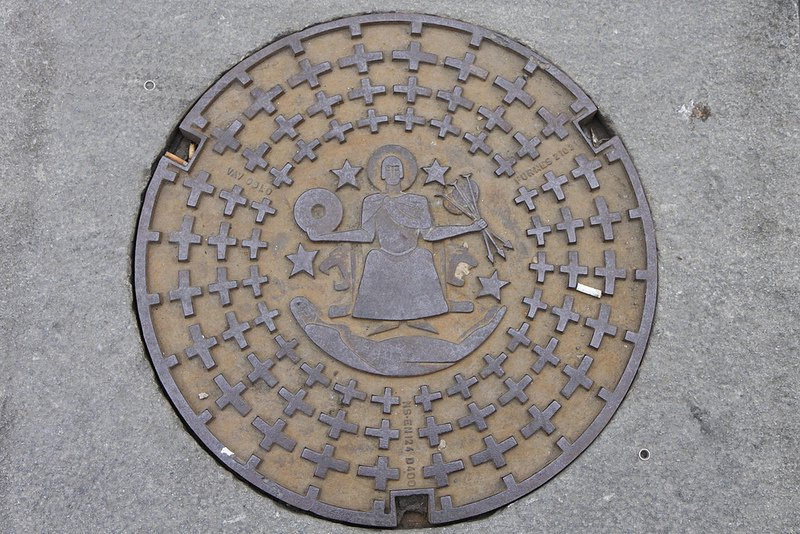 Manhole cover featuring St Hallvard