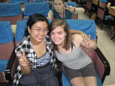Me and Sara! (and Lauren in the back =D)