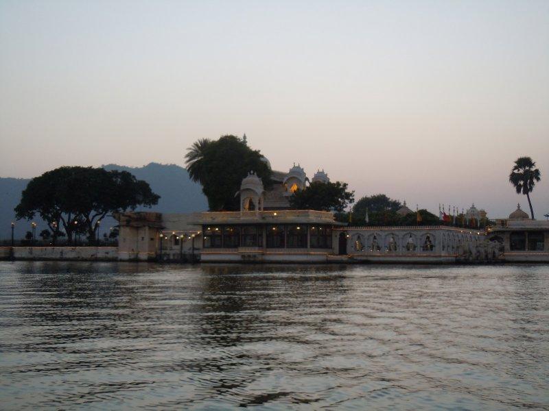large_Lake_palace.jpg