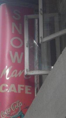 Snowman cafe
