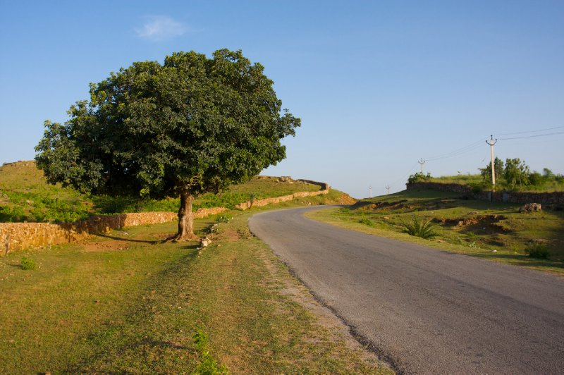 Country road from Ranakpur to Udaipur