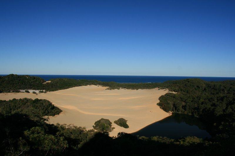 Shrinking Lake Wabby and Advancing Dulingbara Sandblow