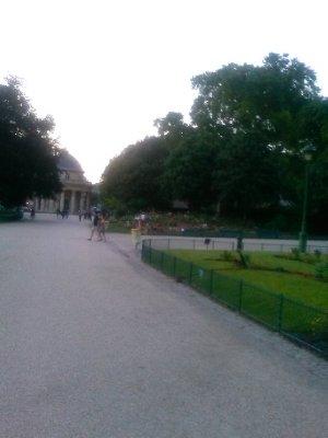 Parc Monceau (around 9:45pm)