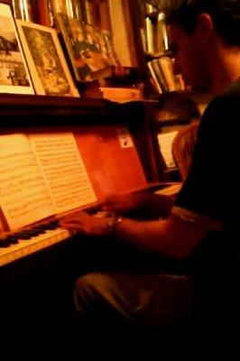 Shakespeare & Co bookstore - piano man #1
