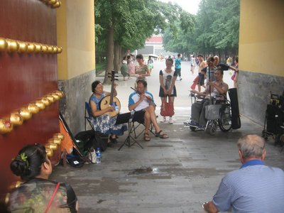 More musicians outside of the Temple of Heaven