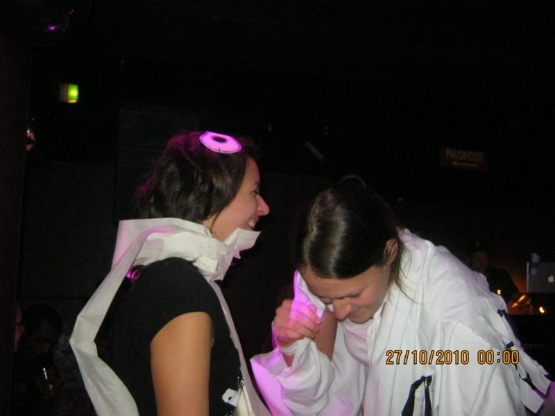 Daniela & Maria trying a bandage competition!