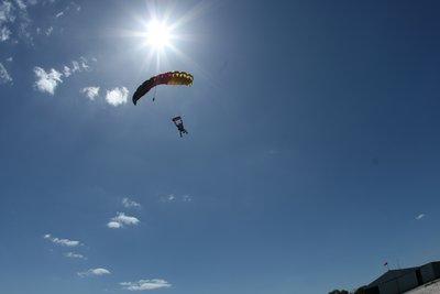 Bilderesultat for fallskjerm hopp