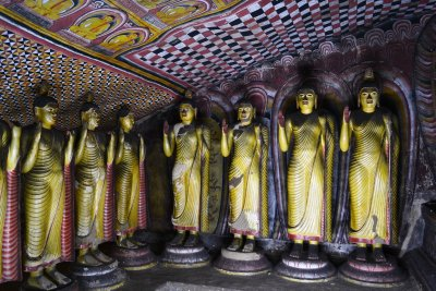 A row of standing Buddhas! Wish he'd make his mind up!! The Cave Temple, Dambulla