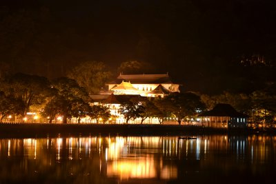 Temple of the Tooth at night across Kandy lake