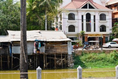 The rich and the poor side by side in Siem Reap