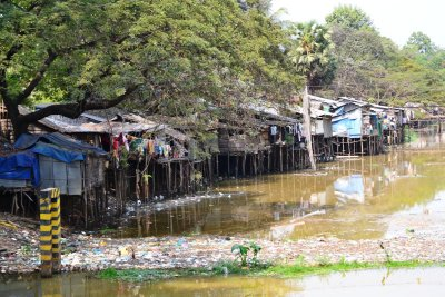 ...and the not so nice side of the Siem Reap river!