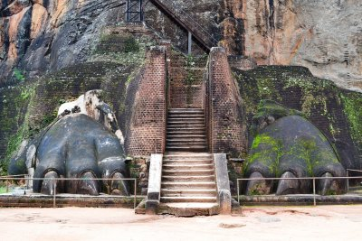 The huge lion's paws at Sigiriya rock