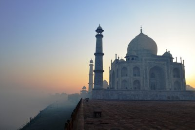 The mist rolls in from the river behind the magnificent Taj Mahal