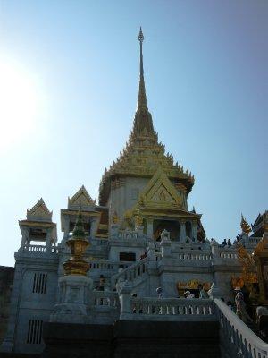 The front of Wat Traimit - Bangkok